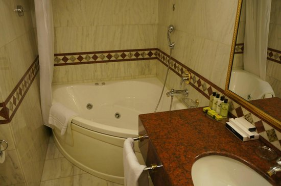 InterContinental Bucharest: Great jacuzzi.