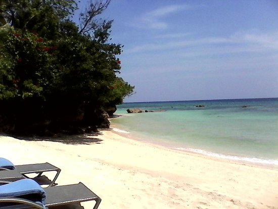 Alegre Beach Resort: Another view of the Beach