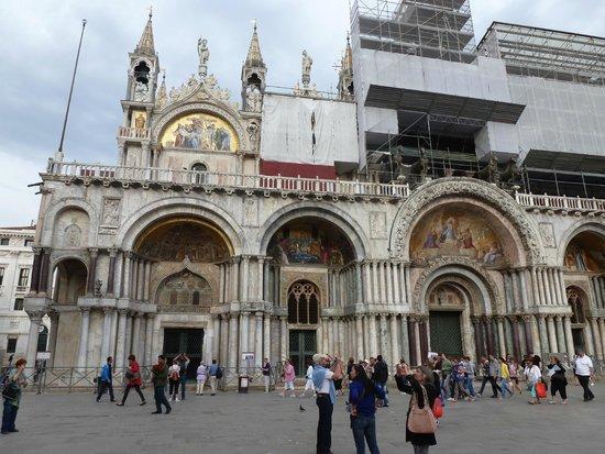 Markusdom (Basilica di San Marco): Estava em reforma, mas valeu a entrada, ainda mais que é grátis.