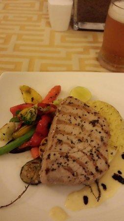 Deco On 44 : Delicious seared yellow tuna