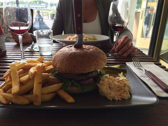 Verandan Restaurang & Bar: Lecker Burger!