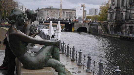Berliner Dom: набережная
