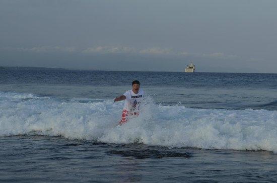 Sanur Beach: окатило водичкой