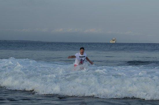 Sanur Beach: волны