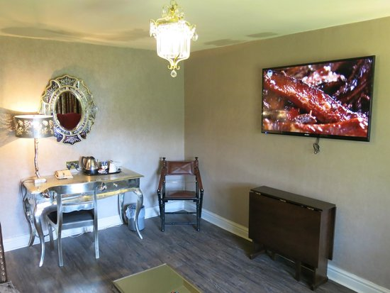 The Spread Eagle Hotel: Suite lounge