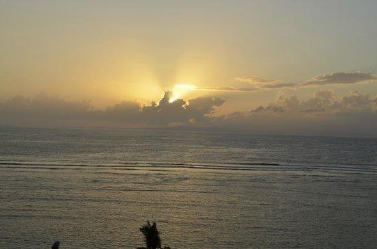 Sanur Beach: рассвет