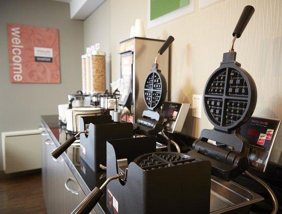 Comfort Inn Sept-Iles : Make your own Hot Waffles