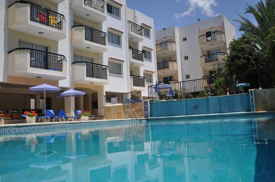 Mariela Hotel Apartments: POOL VIEW