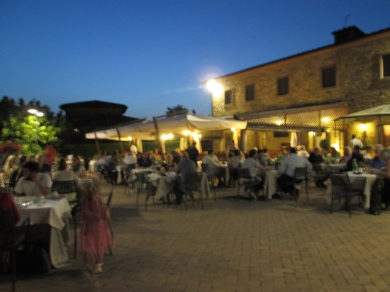 Ristorante Antica Pieve: Outside seating area