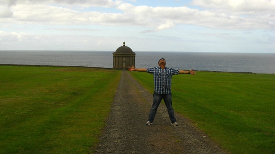 Mussenden Temple : Temple and Sea in backdrop