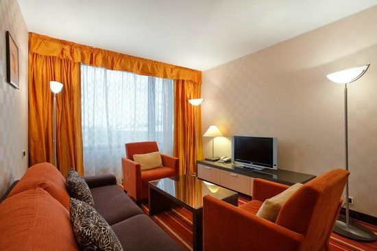 AZIMUT Hotel Olympic Moscow: Гостиная номера Люкс