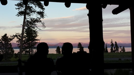 Lake Lodge Cabins : Sunset from the Porch