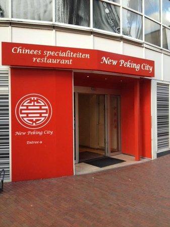New Peking City: de entree van buiten gezien