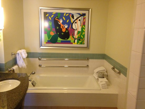 Parc Soleil by Hilton Grand Vacations : Oversized Tub in Accessible Room