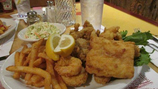 Quarterdeck Restaurant: Seafood platter, the fried flair