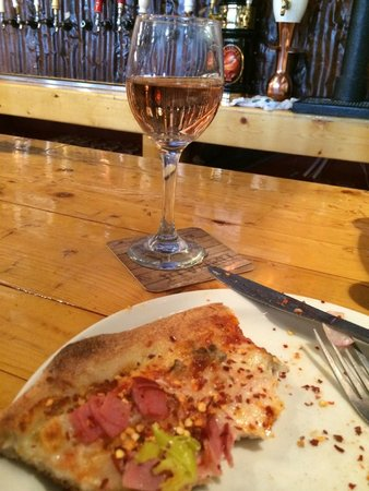 Prospectors Pizzeria & Alehouse: Local wine and pizza