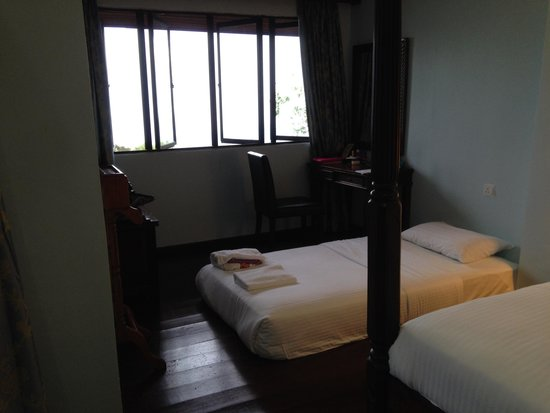 D'Coconut Hill Resort: A 3rd person's bed
