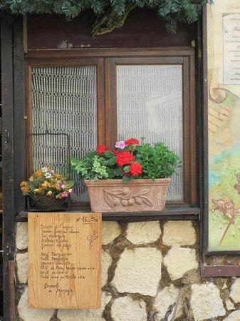 Hotel Crimee : Street restaurants