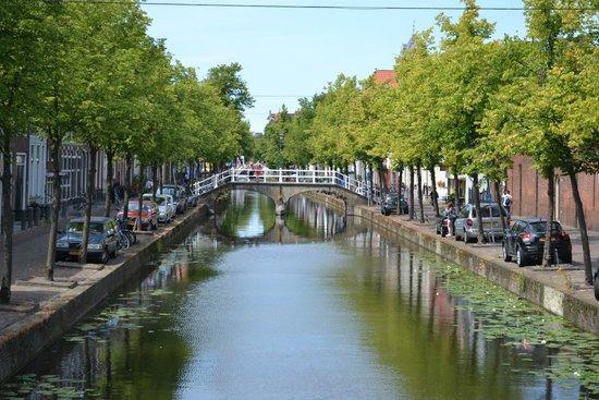 Hotel Leeuwenbrug: Koornmarkt canal