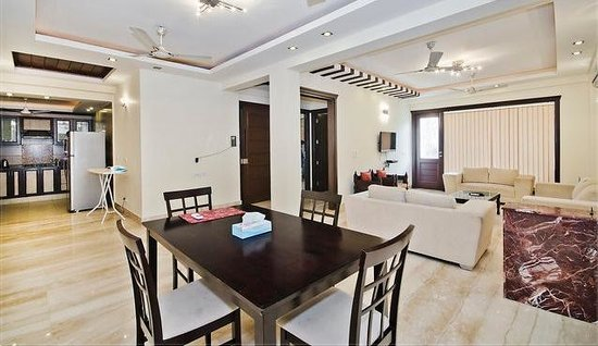 Redleaf Serviced Apartments: LIVING AREA