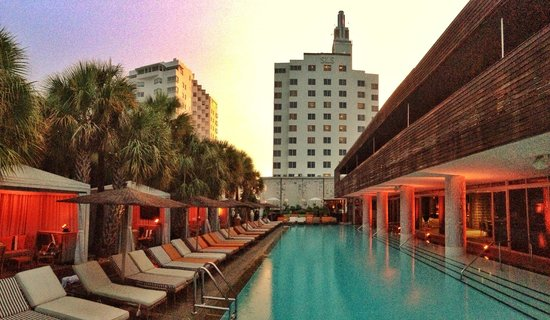 Sls South Beach Dusk At The Miami Pool