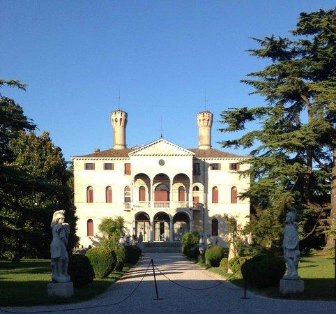 Castello di Roncade: castello front