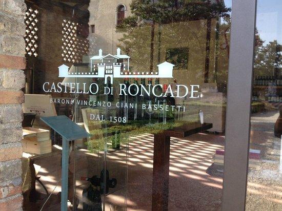 Castello di Roncade: looking in