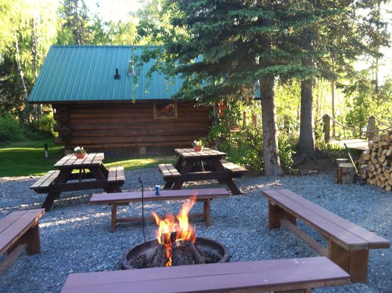 Orca Lodge: fire pit area