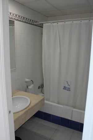 Gavimar Ariel Chico Club Resort: Baño de la habitación