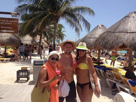 Iberostar Paraiso Beach: bar de playa