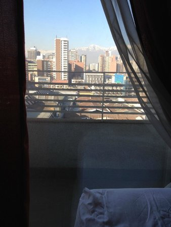 Diamond Suites: Vista a tarde da sala, deitada na cama
