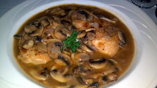 Mezza-Luna Restaurant: Chicken Marsala