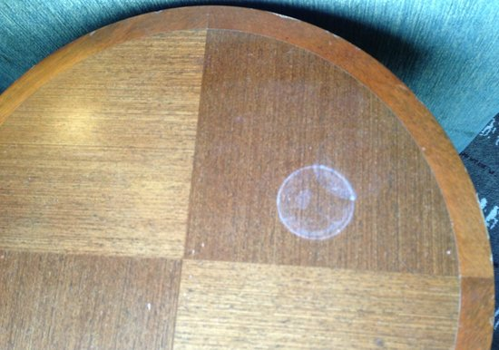 Sofitel Singapore Sentosa Resort & Spa: Permanent water mark on the table.