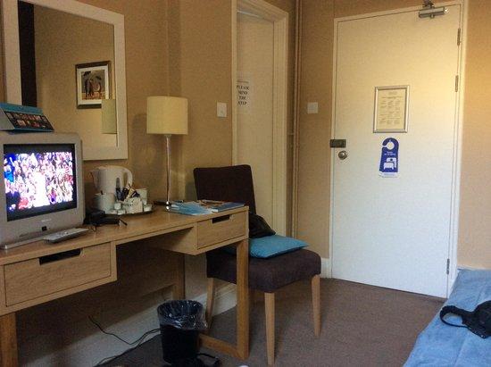 Trecarn Hotel: Neat and Tidy Room