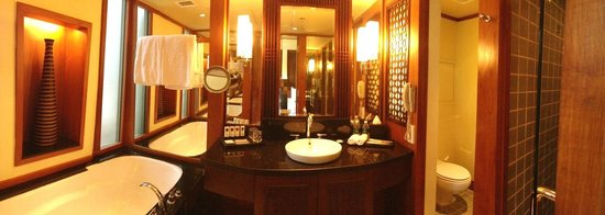 Sofitel Singapore Sentosa Resort & Spa: Spacious bathroom