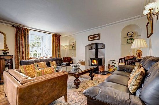 The Hill on the Wall Country Guest House: Guest Lounge with Log Burner