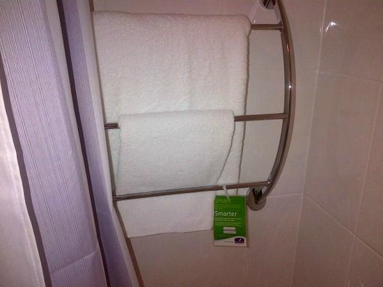 Premier Inn London Wandsworth Hotel: Bath Towels