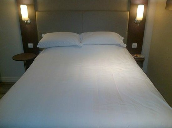 Premier Inn London Wandsworth Hotel: Comfy Bed