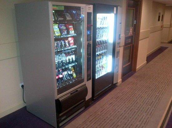 Premier Inn London Wandsworth Hotel: Vending Machines
