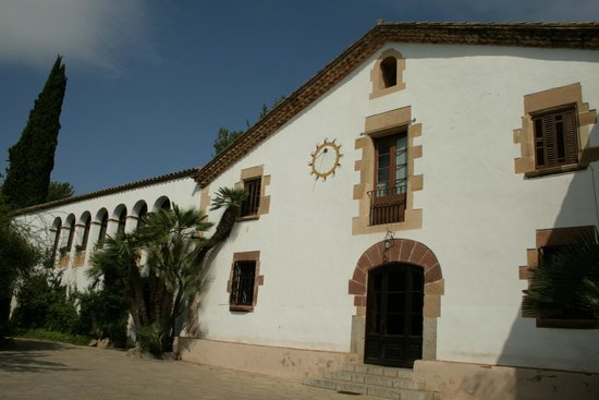 Begues, Spain: Façana de la masia del segle XV Montau de Sadurní