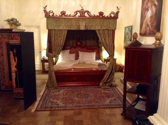 Boutique Hotel Mansion del Angel: Our suite...had a fireplace, but non-operative because of the age of the hotel.  A beautiful roo