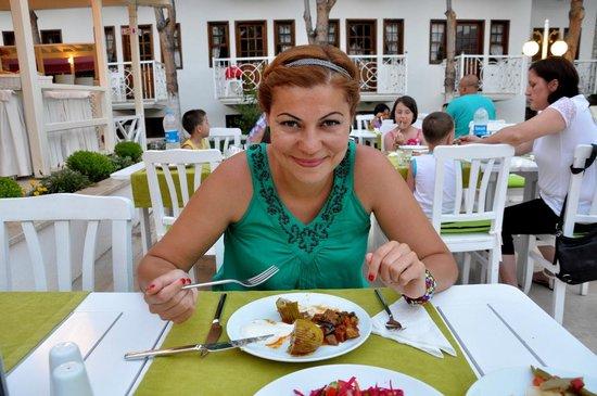 White Hotel: Yemeklerin lezzetli olduğunu fark ettiğimizde sevincimiz.