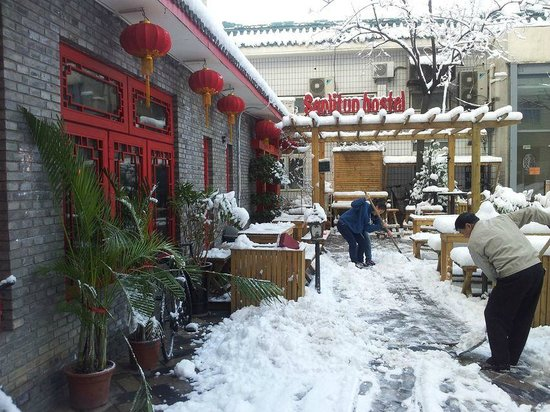 Sanlitun Huatong International Youth Hostel : Sanlintun Snowing