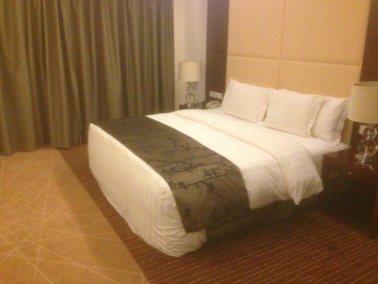 Crowne Plaza Beijing International Airport : Nice bed