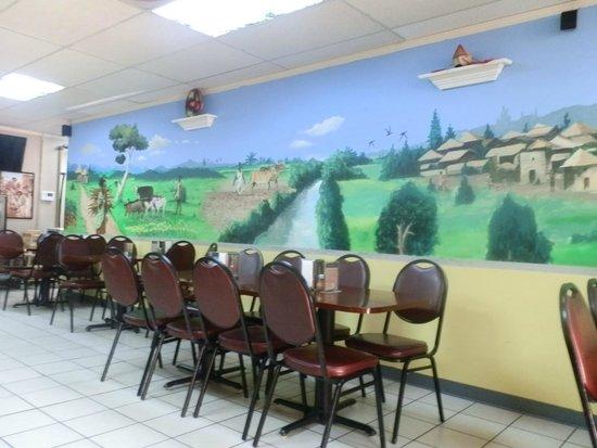 Mahider Ethiopian Restaurant & Market: Inside decor