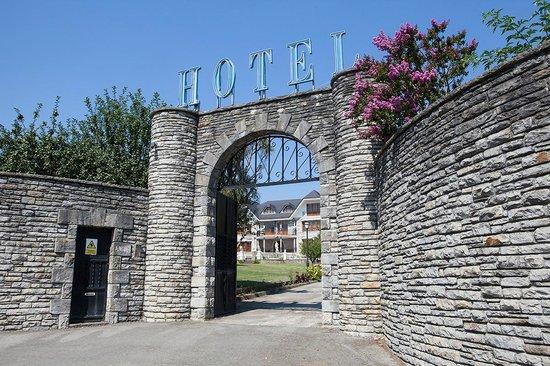Hotel Antoyana: Puerta acceso