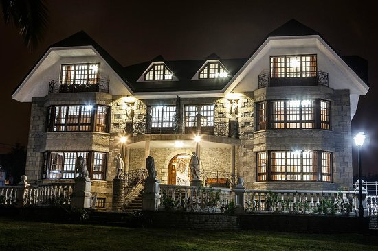 Hotel Antoyana: Fachada noche