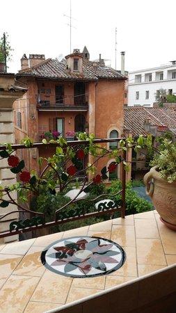 Little rHome Suites: Vista sui tetti di Roma eccellente dalla sala colazione