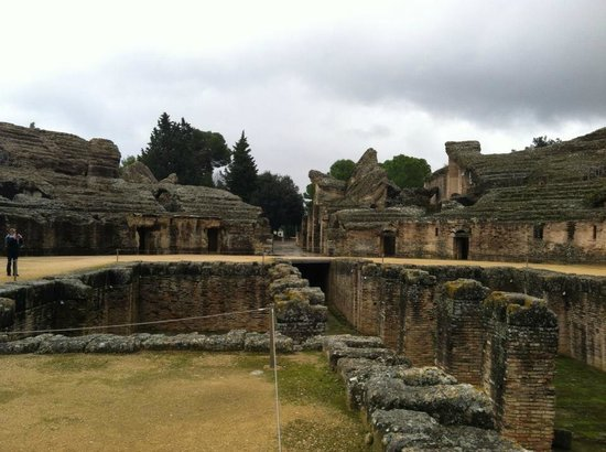 Conjunto Arqueológico Itálica: Inside the gladiator's stadium