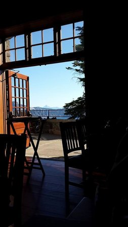 Crater Lake Lodge Dining Room: Morning view from the dining room.